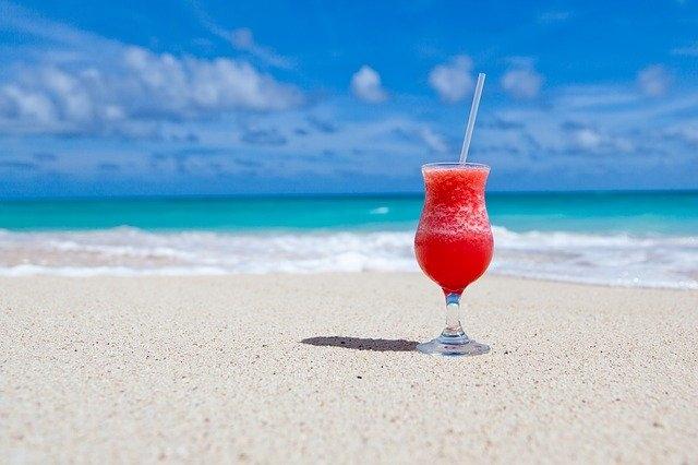 futourist io potovanja zaslužek plaža