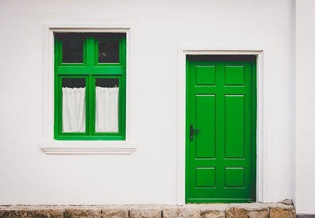lesena vhodna vrata zelena