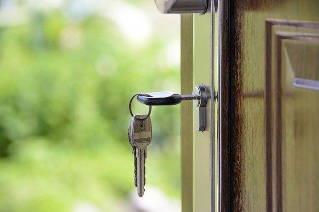 zunanja vhodna vrata ključ